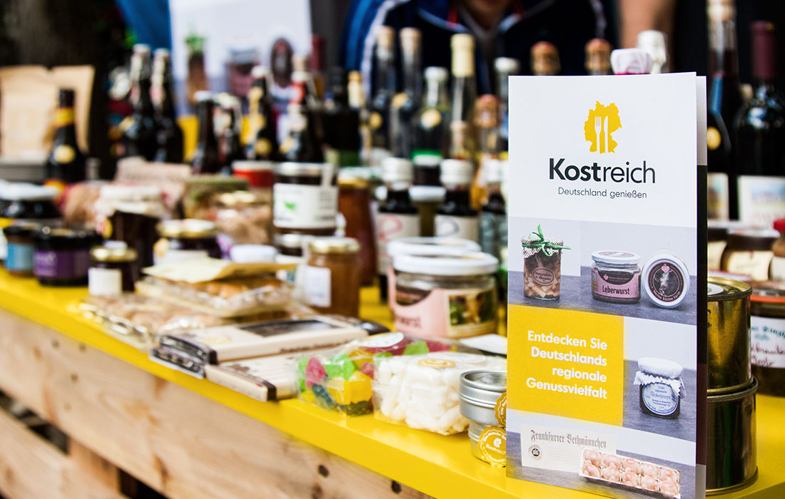 Kostreich Flyer + Verkaufstisch
